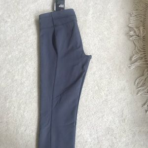 NWT Under Armour fitted Capri